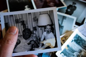 https://fullcirclehomecare.com/helping-seniors-declutter-how-digitization-clears-space-without-removing-memories/