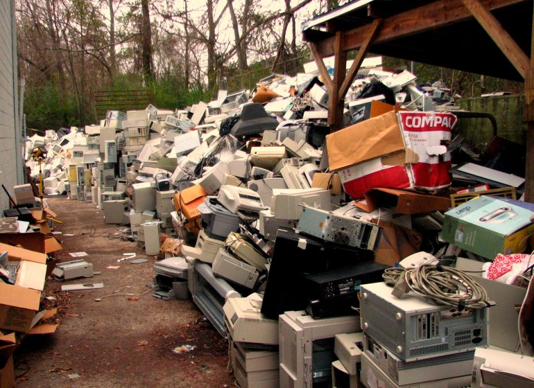 https://commons.wikimedia.org/wiki/File:Electronic_waste.jpg