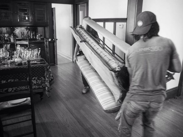 old couch, old mattress, Junk360, couch recycling, couch upclycing, mattress recycling, mattress upclycing,mattress removal, couch removal, junk removal, junk hauling, twin cities